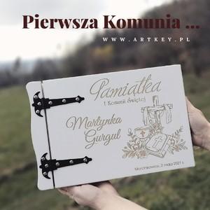 Klienci pytają cały czas o nowe projekty🙇♂️🙇♂️🙇♂️ prezentujemy jeden z nich, w pocie czoła pracujemy przy wszystkich realizacjach, by doszły do Was na czas...🙃🙂😁 Zapraszamy na www.artkey.pl ❗❗❗ #albumzgrawerem #albumdrewniany #albumzgrawerem #prezentdladziecka #prezentyświąteczne #wesele #prezentyświąteczne #dzienbabci #albumnazdjecia #albumgrawerowany #Artkey #albumfoto #zdjeciaslubne #zdjęcie #pierwszakomunia #komunia2021 #pamiatkakomunijna