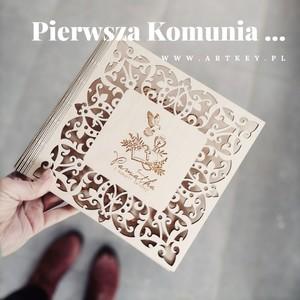 Co powiecie na taką pamiątkę Pierwszej Komunii Świętej????? #albumzgrawerem #albumnazdjecia #album #woodenpendrive +#albumdrewniany #pamiatkakomunijna #komuniaświęta  #komunia2021 #wyjatkowyprezent