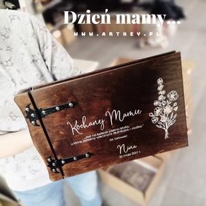 Jeszcze raz wszystkim nam najdroższym mamusiom, pięknych wspomnień i uśmiechu na każdy dzień 💕💕💕💕💕💝💕💝💕💝💕💕💕💕💕#beautifulday #sesja #albumnazdjecia #albumgrawerowany #album #drewnianyalbum #artkey #woodenpendrive #albumdrewniany #drewnianyalbum #dzienmamy #albumzgrawerem
