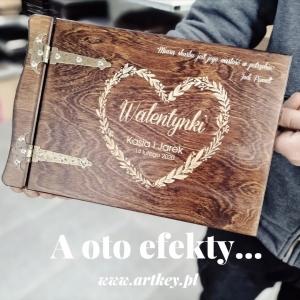 I już mamy gotowy wzór w realizacji 😁😁😁 komu się podoba❓❓❓❓❓ Zapraszamy www.artkey.pl #walentynki #albumdrewniany #prezentdlaiej #prezent #prezentdlaniego #albumnazdjecia #albumgrawerowany #walentynki2021❤️